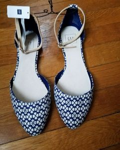 Gap Flats with ankle strap